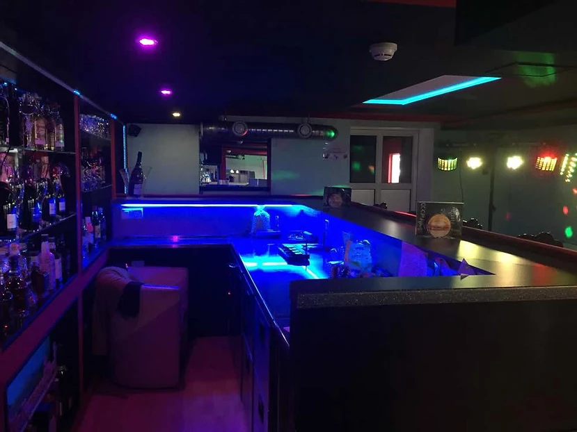 Hollywood Bar